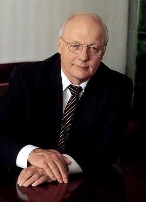 Heikki Hietamies on kirjailija, käsikirjoittaja sekä juontaja.